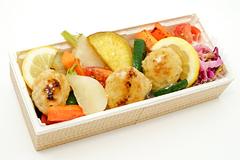 鶏つくねと彩り野菜弁当