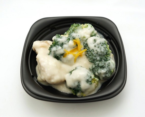 鶏とブロッコリーのクリーム煮 648円(税込)