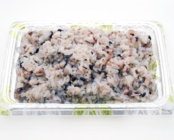 おいしいプラス自慢の雑穀米 378円(税込)