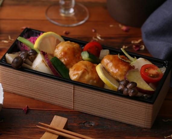 鶏つくねと彩り野菜+ごはん<!--1,080円(税込)-->