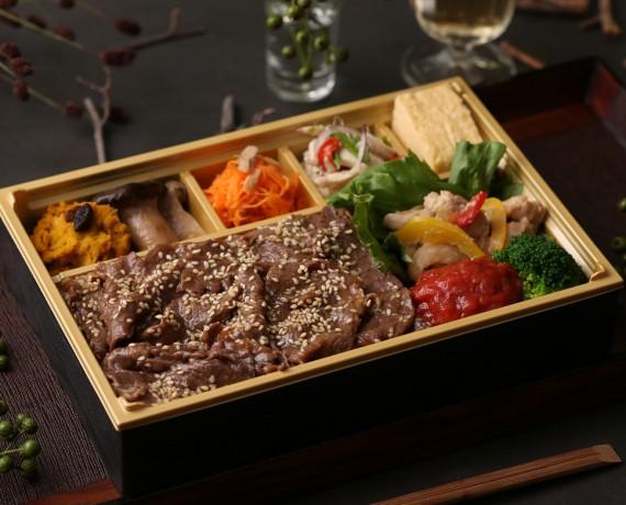 厳選焼肉ステーキ弁当 2,160円(税込)