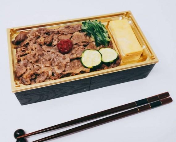 黒毛和牛のロースカルビ弁当 1296円(税込)