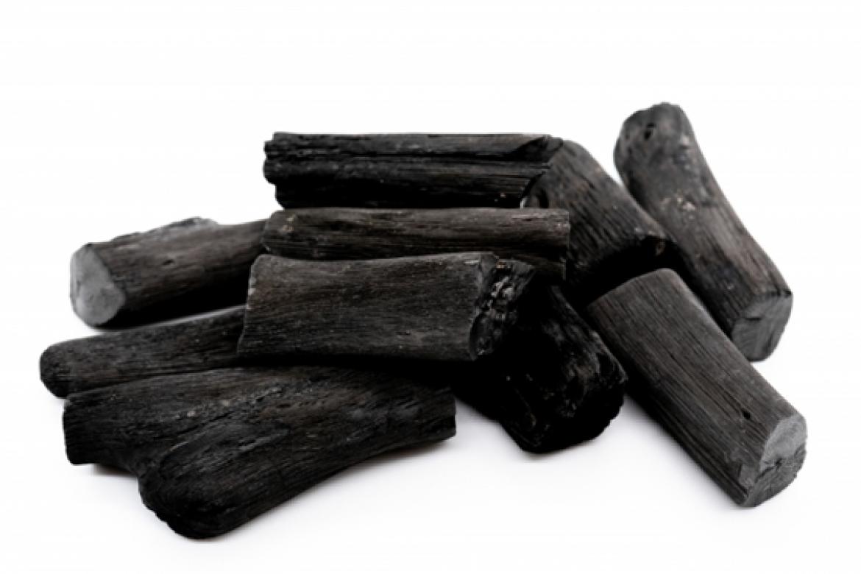 炭ダイエットは効果がある?炭ダイエットの方法や健康への影響を解説